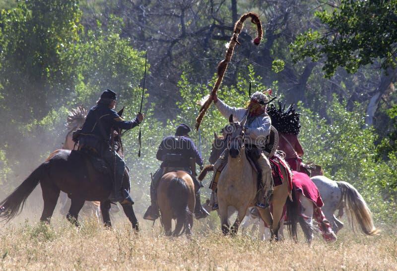 CASPER, WY__CIRCA JULHO 2015__Soldiers e reenactment dos indianos em Casper, Wy cerca do julho de 2015 imagem de stock