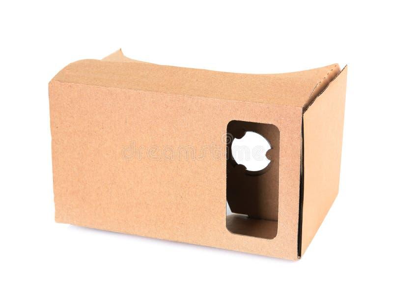 Casque de réalité virtuelle de carton sur le fond blanc photo stock