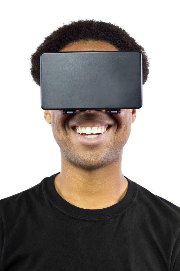 Casque de réalité virtuelle sur le mâle noir photographie stock libre de droits