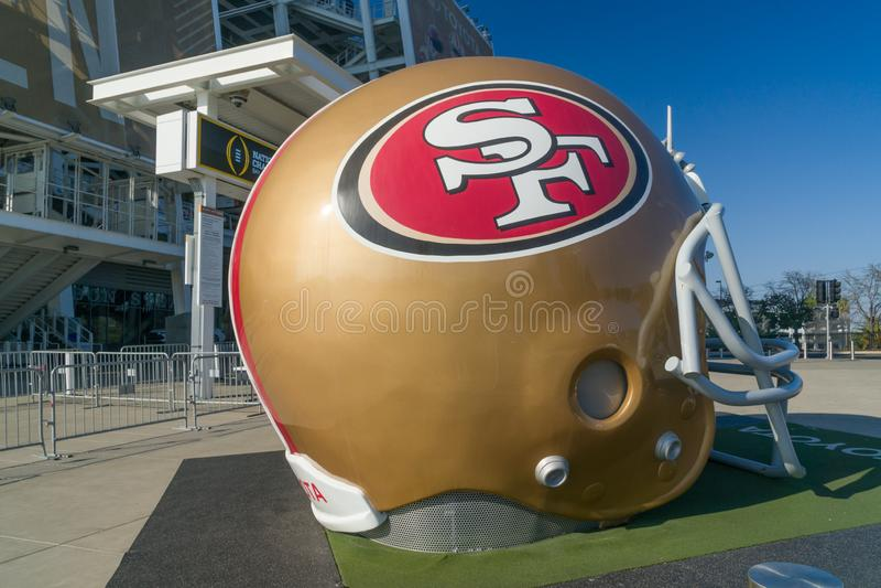 Casque grandeur nature de San Francisco 49ers en dehors de stade de Levi's photo stock