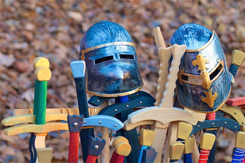 Casques et épées photographie stock