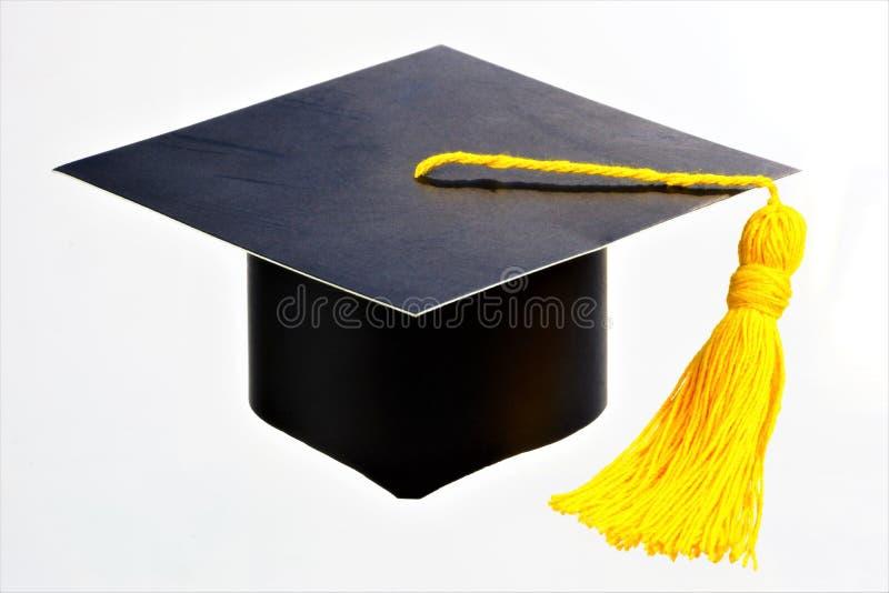 Casquillo de la graduación con el cepillo Ceremonia de graduación tradicional Fiestas de graduación en las escuelas, universidade imagen de archivo libre de regalías
