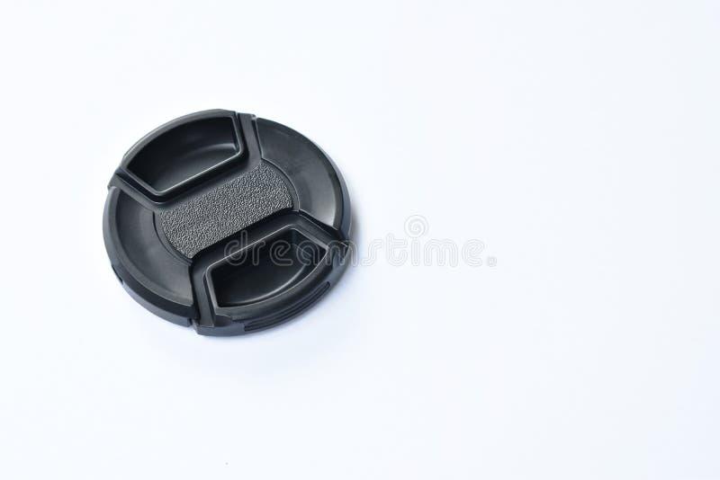 Casquillo de lente negro de c?mara para la protecci?n en el fondo blanco imágenes de archivo libres de regalías