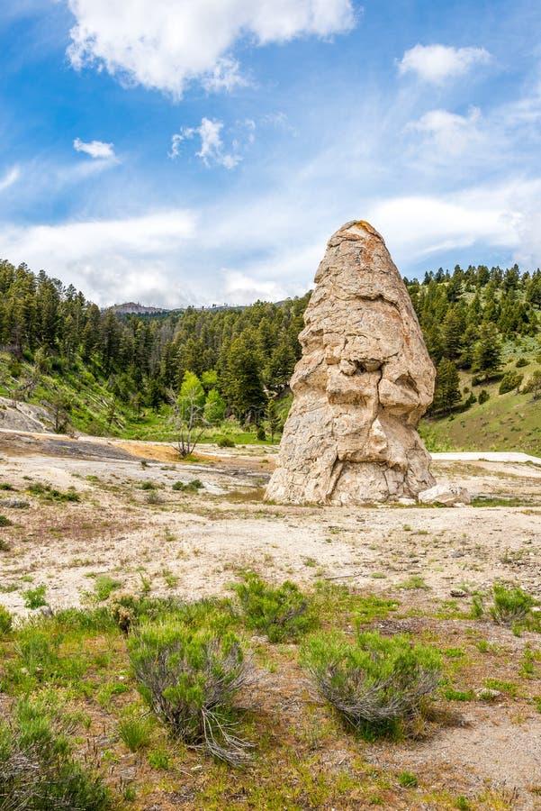 Casquillo de libertad cerca de Mammoth Hot Springs fotos de archivo