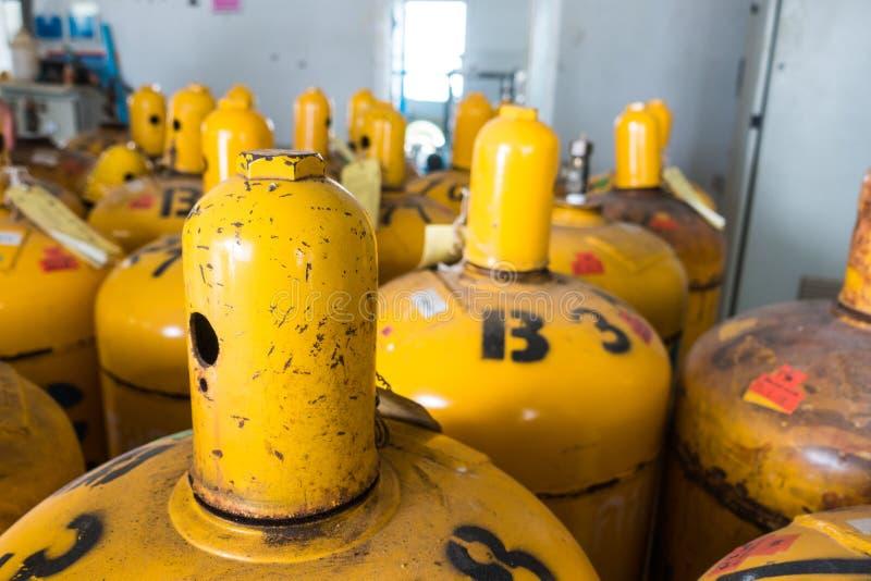 Casquillo del cilindro de gas del cloro, protector del regulador foto de archivo