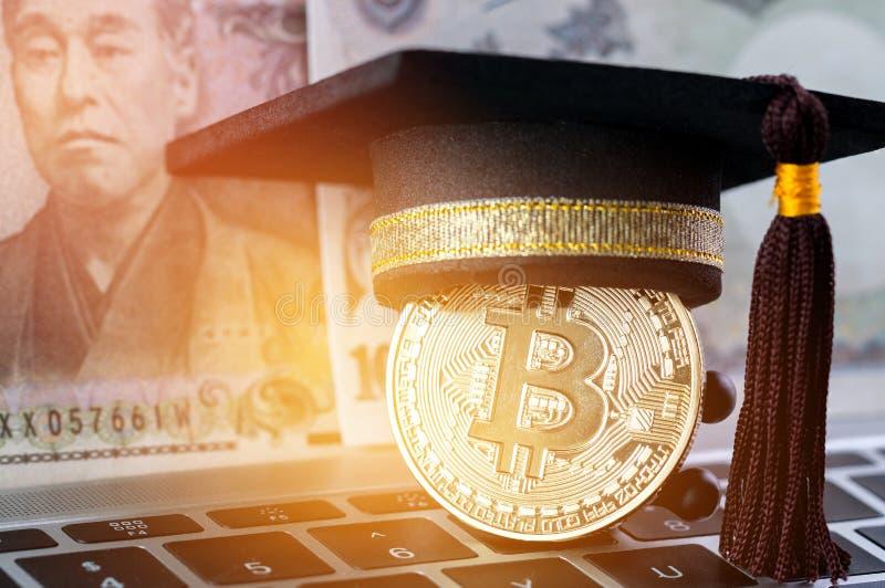 Casquillo internacional de la graduaci?n en d?lares de EE. UU. del dinero extranjero de Bitcoin Cryptocurrency y de la falta de d imagenes de archivo