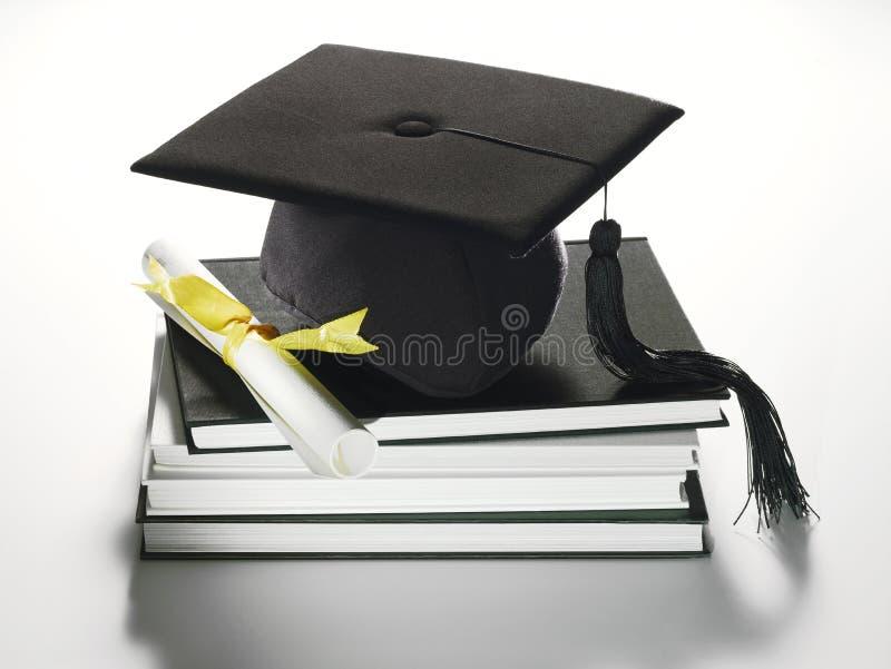 Casquillo y diploma académicos fotografía de archivo libre de regalías