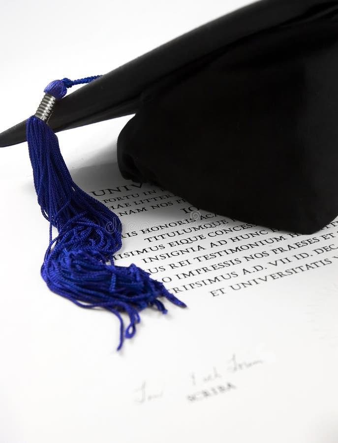Casquillo y diploma de la graduación foto de archivo libre de regalías