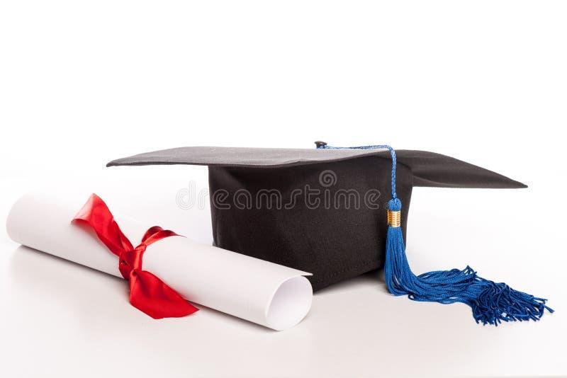 Casquillo y diploma de la graduación imágenes de archivo libres de regalías