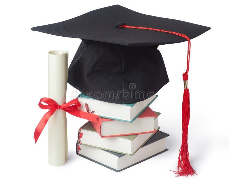 casquillo y diploma de la graduación con los libros imagen de archivo