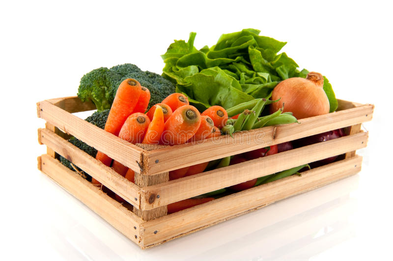 Cassa con le verdure fotografie stock