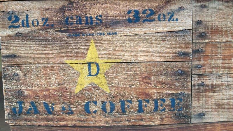 Cassa di legno riprodotta a ciclostile delle latte di Java Coffee immagini stock libere da diritti