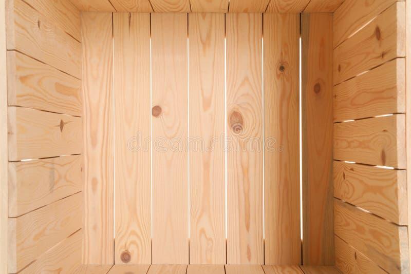 Cassa di legno vuota aperta, primo piano all'interno immagini stock