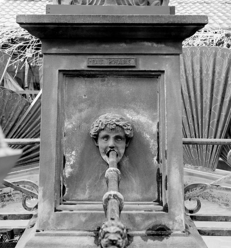 Cassaforte per bere acqua dalla fontana Mulhouse fotografia stock libera da diritti