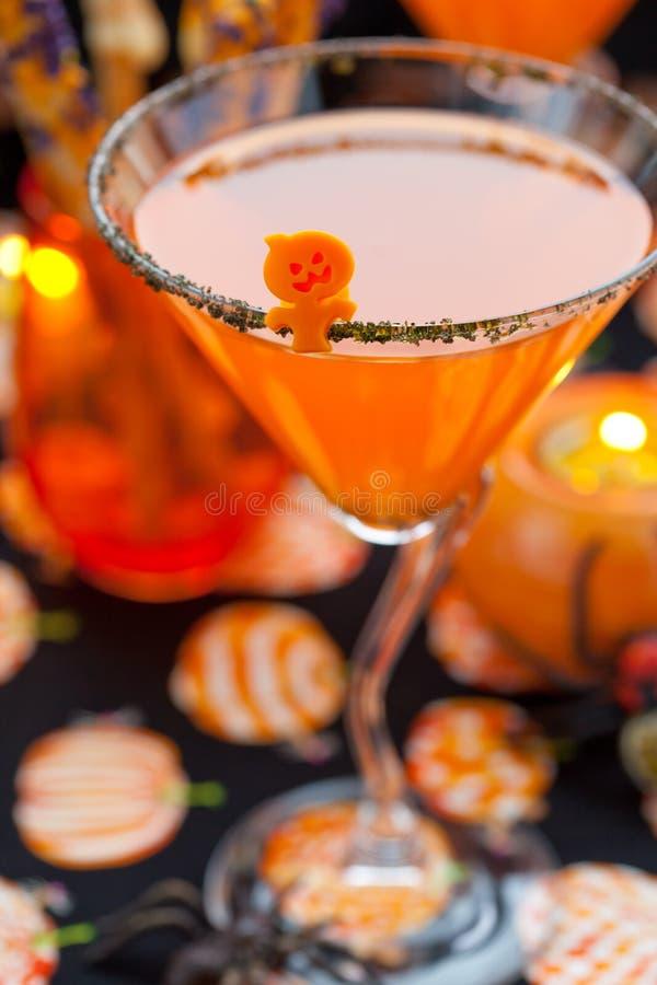 Casse-croûte et boissons de Veille de la toussaint images libres de droits