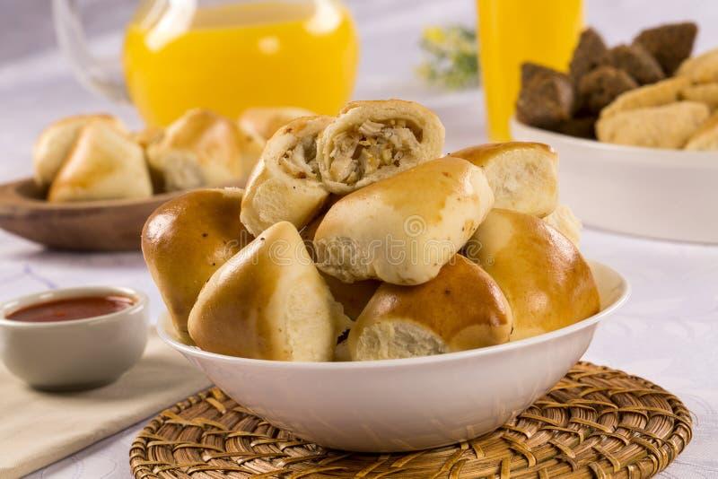 Casse-croûte brésilien partie d'Esfiha de poulet photos stock