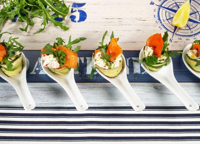 Casse-cro?te de poissons - Fingerfood avec des saumons images libres de droits
