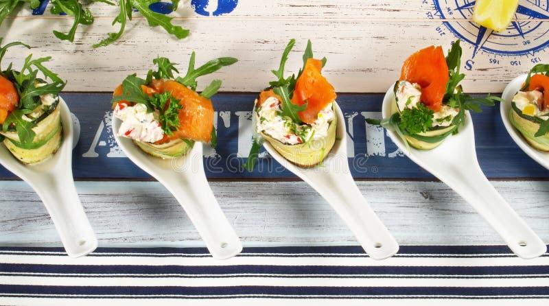 Casse-cro?te de poissons - Fingerfood avec des saumons images stock