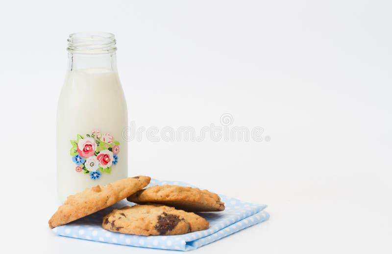 Casse-croûte heure du coucher des biscuits et du lait photographie stock