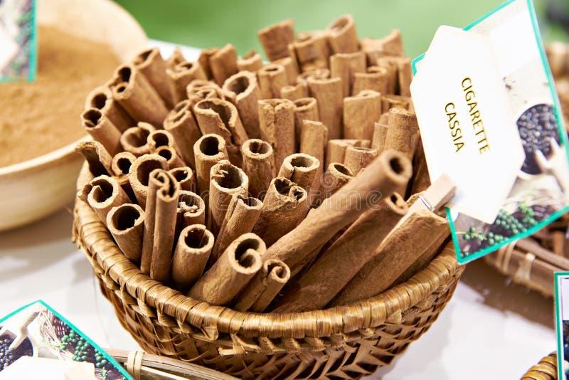 Casse de cigarette de cannelle images libres de droits