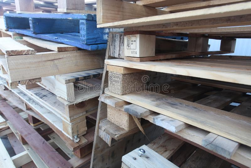 Casse di legno dei pallet fotografia stock