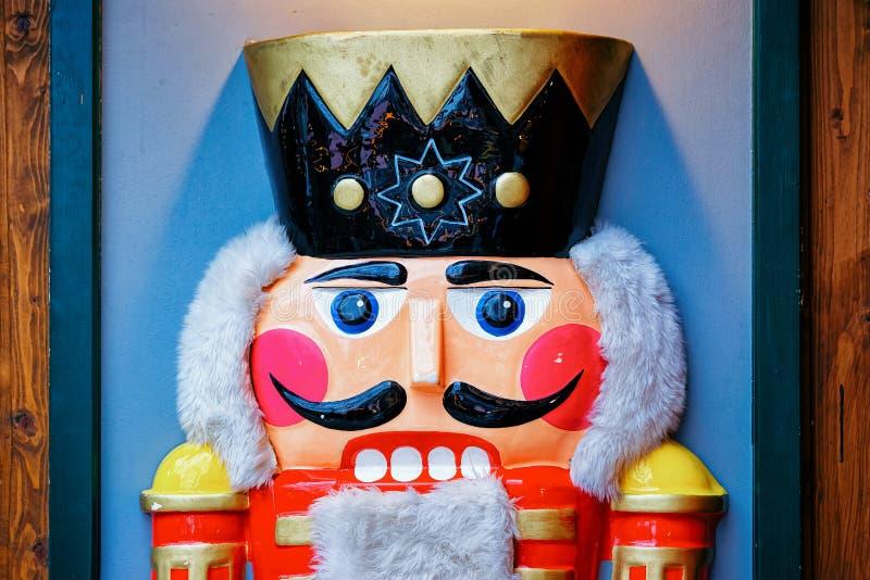Casse-noix au marché de Noël chez Kaiser Wilhelm Memorial Church en hiver Berlin, Allemagne Advent Fair Decoration et stalles ave photographie stock libre de droits