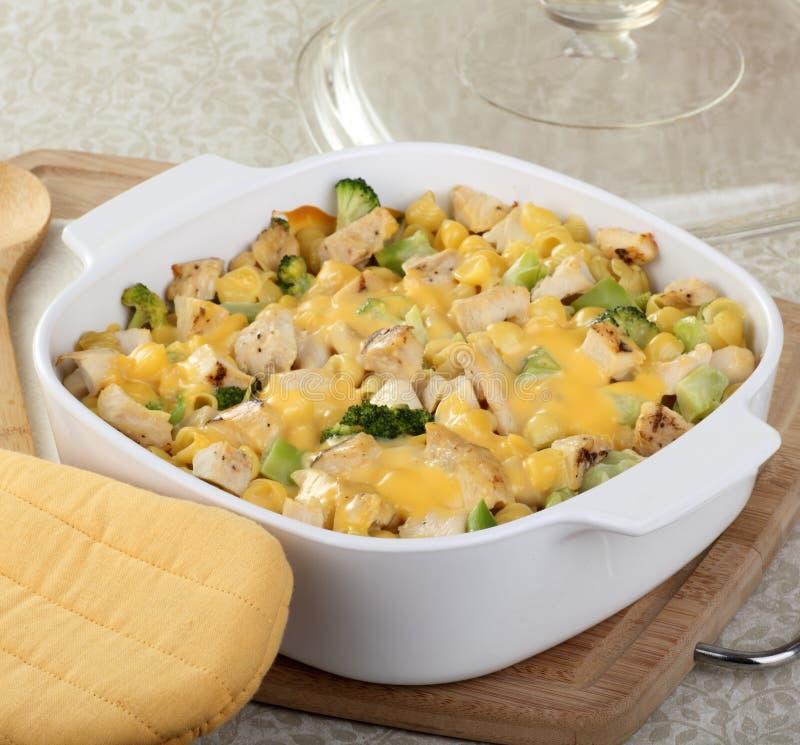 Casserole κοτόπουλου και Macaroni στοκ εικόνες