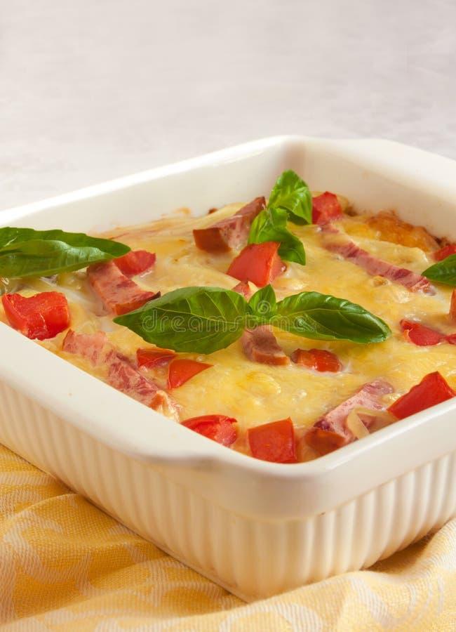 Download Casserole Med Ost, Bacon Och Tomater Arkivfoto - Bild av kål, matlagning: 27279982