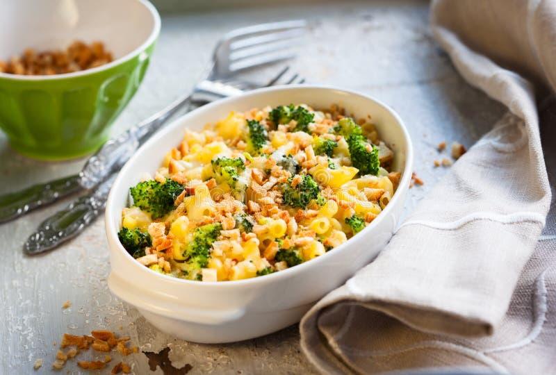 Casseruola dei broccoli e della pasta immagini stock
