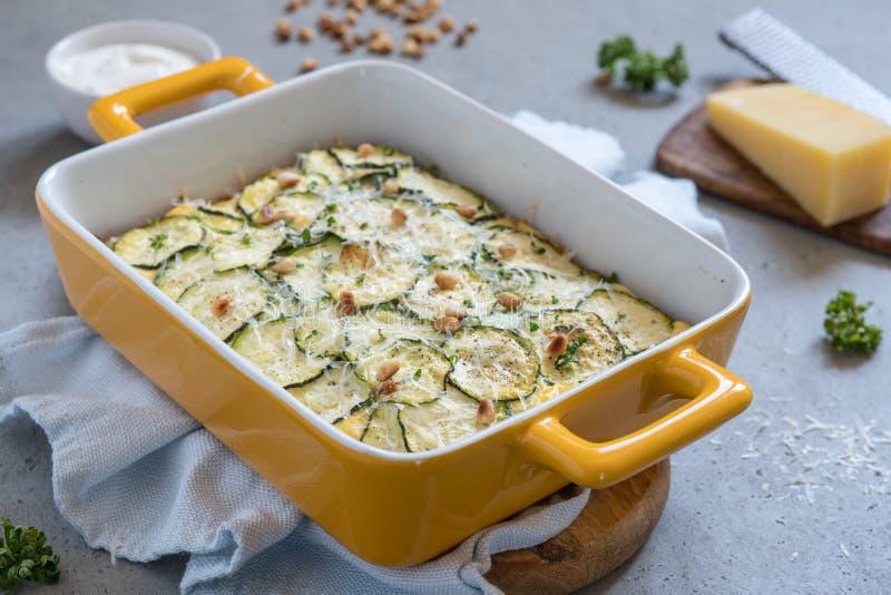 Casseruola dello zucchini con formaggio fotografie stock
