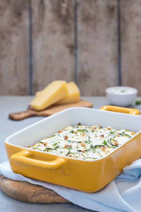 Casseruola dello zucchini con formaggio fotografia stock
