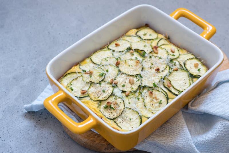 Casseruola dello zucchini con formaggio fotografia stock libera da diritti