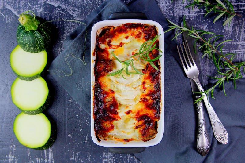 Casseruola dello zucchini con formaggio immagini stock libere da diritti