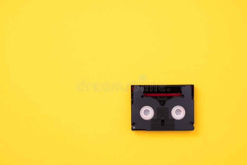 Cassete de banda magnética do vintage mini DV usada gravando o vídeo para trás em um dia Fita plástica, magnética, análoga do fil fotografia de stock