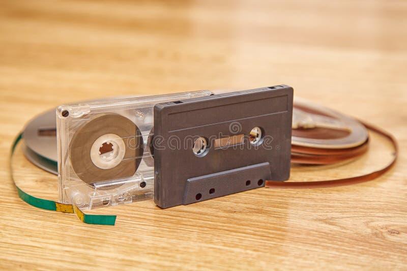Cassete de banda magnética e carretel imagem de stock royalty free