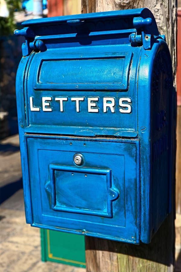 Cassetta della posta blu antica fotografia stock libera da diritti