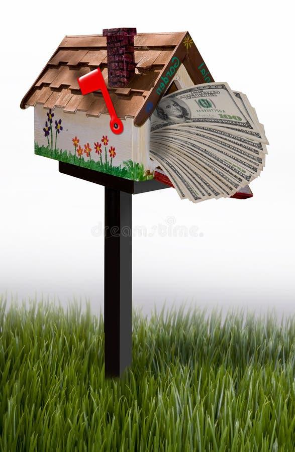 Cassetta delle lettere in pieno di soldi fotografia stock