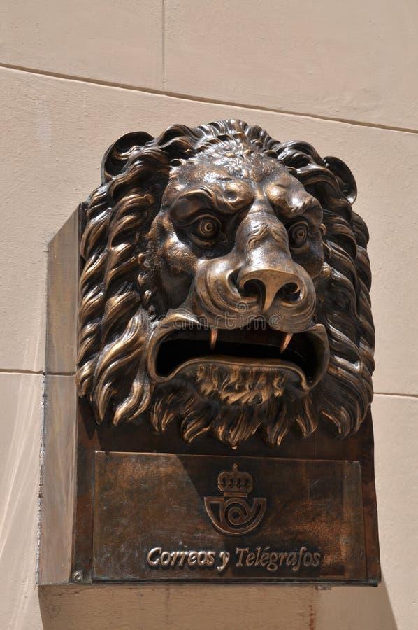 Cassetta postale del leone fotografia stock