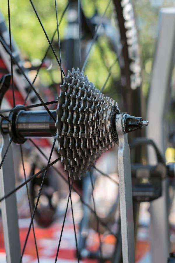 Cassette arrière de plan rapproché du vélo de route photos stock