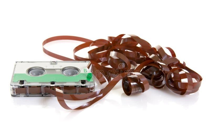 Cassette audio clásico con la cinta que sale foto de archivo libre de regalías