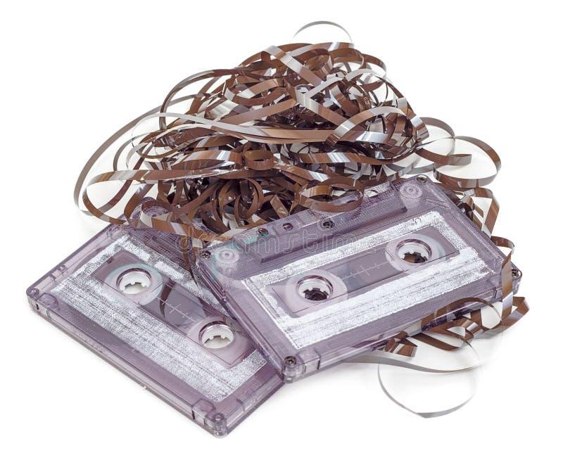 Cassette audio con enredo de la cinta imagen de archivo