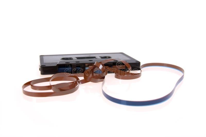 Cassette compacto roto viejo aislado fotos de archivo