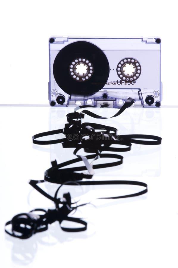 Cassette con la cinta derramada hacia fuera fotografía de archivo