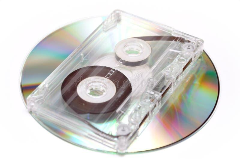 Cassette de la cinta de audio y disco compacto digital fotografía de archivo