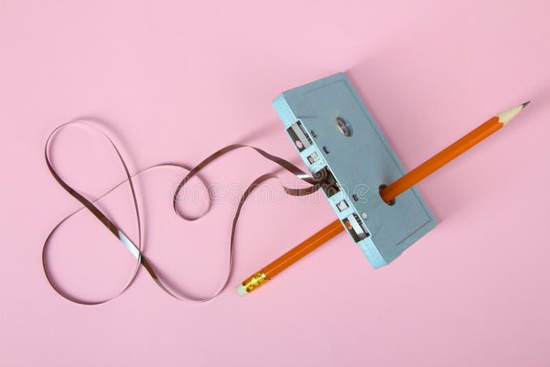 Cassette et crayon photographie stock