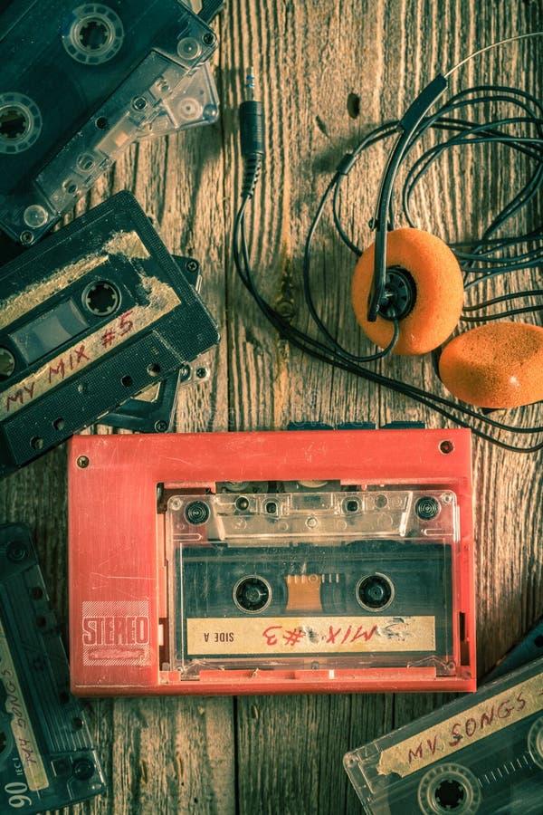 Cassette sonore, écouteurs et baladeur de cru images libres de droits