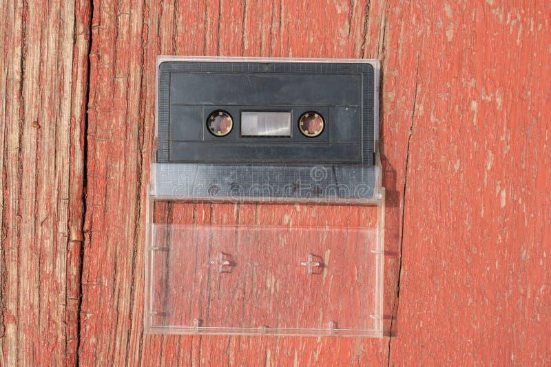 Cassette sonore de vieux film noir sur une table en bois photographie stock