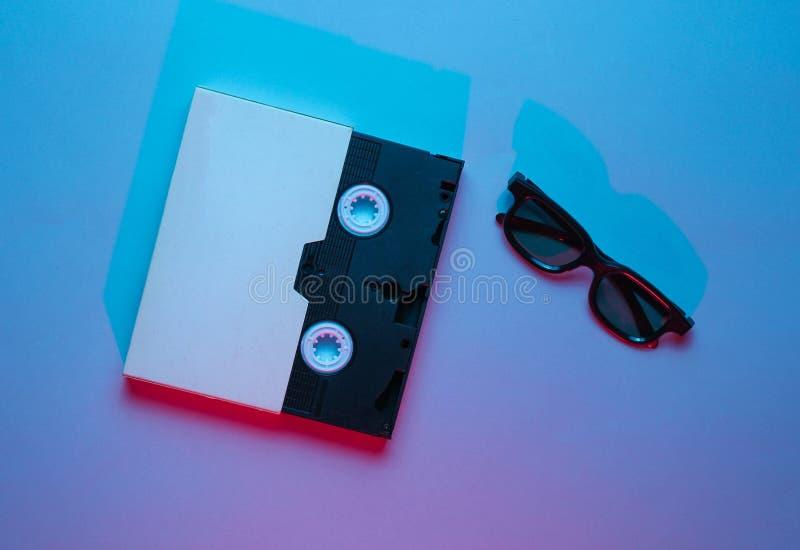 Cassette vidéo dans la couverture, verres 3D photographie stock