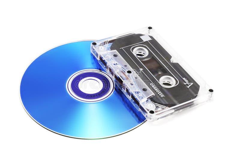 Cassette y CD de cinta foto de archivo
