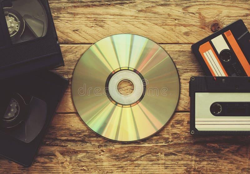Cassettes vidéo, bandes audio et disque compact image libre de droits